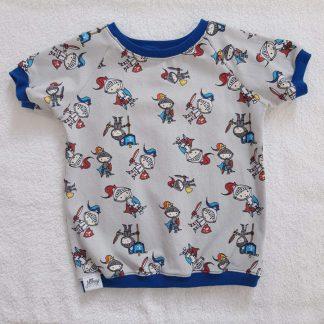 T-Shirt für Kinder mit Fahrzeugmotiv auf hellblau