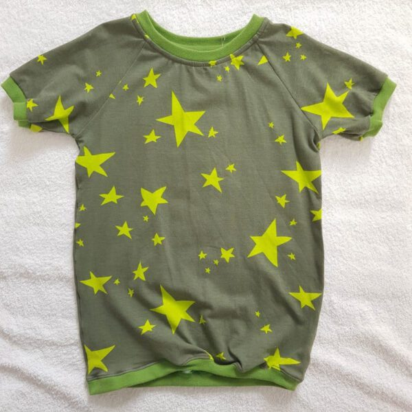 olivgrünes T-Shirt für Kinder