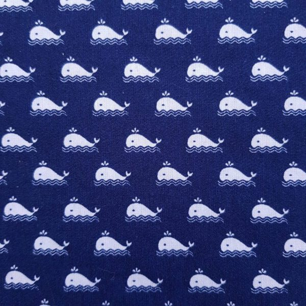 Baumwollstoff Wale auf blauem Hintergrund